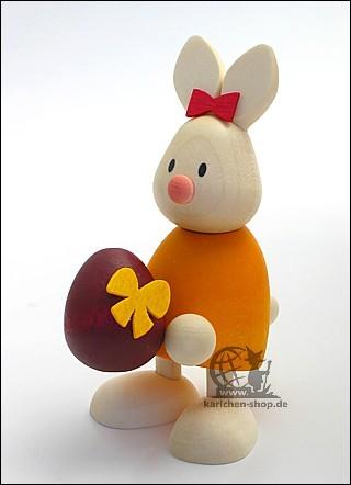 Kaninchen Emma mit grossem Ei