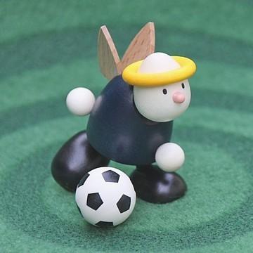 Engel Hans mit Fussball, laufend