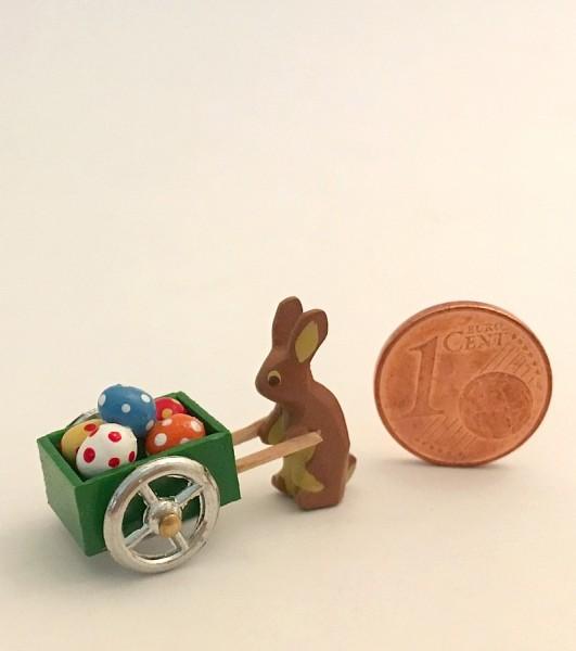 Hase mit grüner Eierkarre
