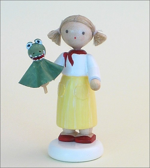 Flade Girl with crocodile puppet