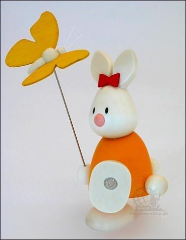 Kaninchen Emma mit Schmetterling