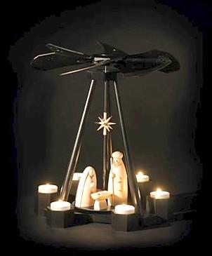 Pyramide - Christi Geburt / schwarz-weiss