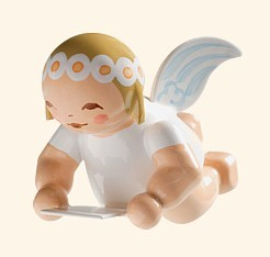 Little suspended angel with sheet of music