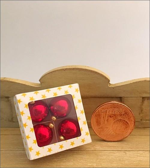 Schachtel mit 4 Christbaumkugeln / rot
