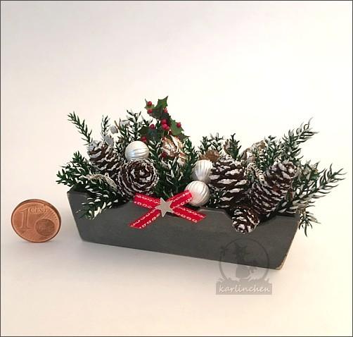 Blumenkasten grau, weihnachtlich geschmückt - derzeit leider nicht lieferbar