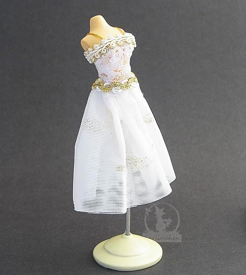 Schneiderpuppe mit Kleid