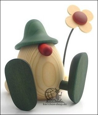 Erwin sitzend mit Blume