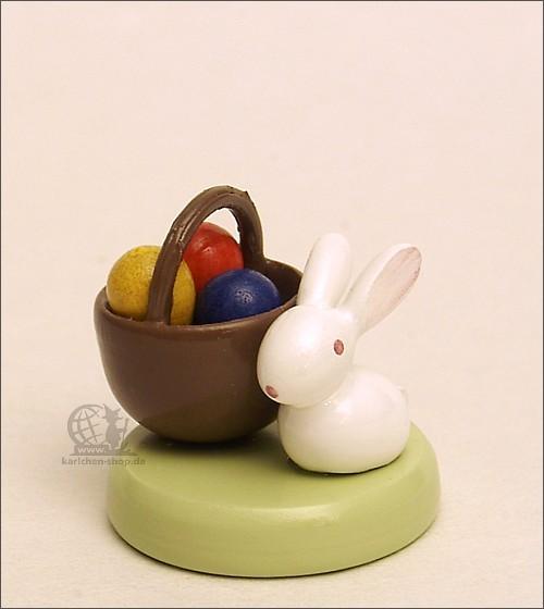 Häschen mit Eierkörbchen