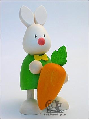 Kaninchen Max mit grosser Möhre