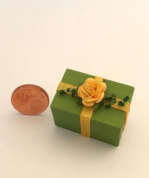 Geschenkpäckchen, handgefertigt / grün