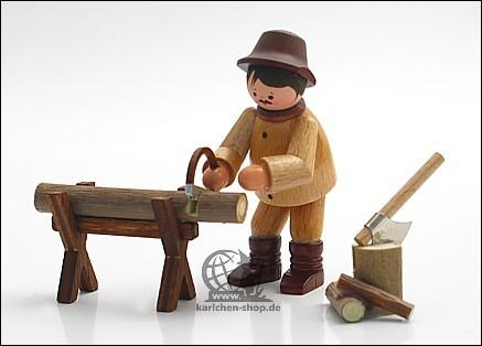 Waldarbeiter am Sägebock