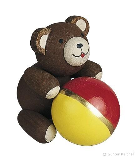 Good-luck bear with ball