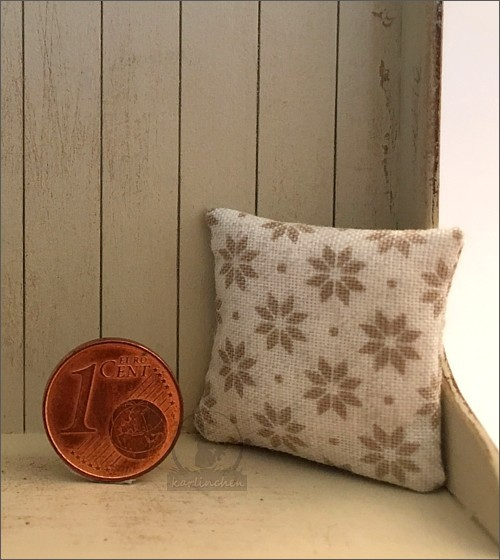 pillow, beige with stars