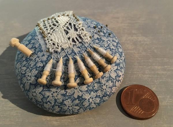 Miniatur-Klöppelkissen, rund / blau