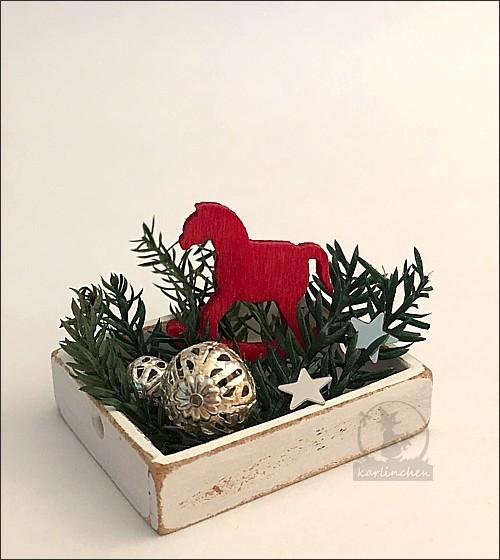 Kiste flach mit Weihnachtsdeko
