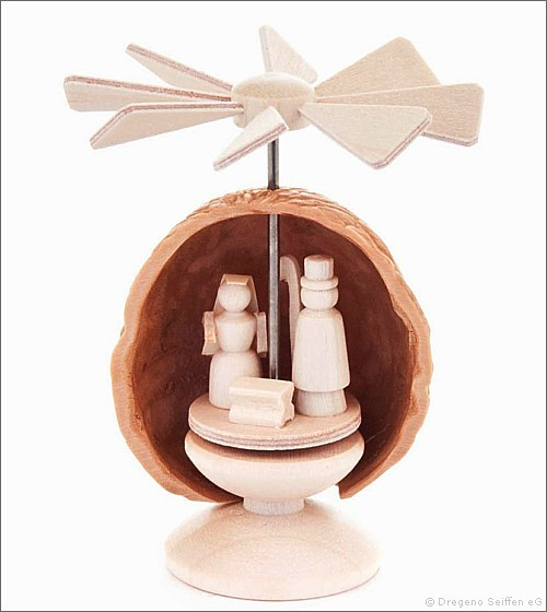 Miniatur-Nusspyramide / Christi Geburt
