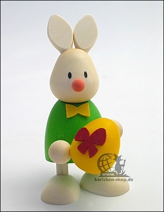 Kaninchen Max mit grossem Ei